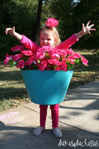 So könnt ihr eure Kinder als Blumentopf verkleiden