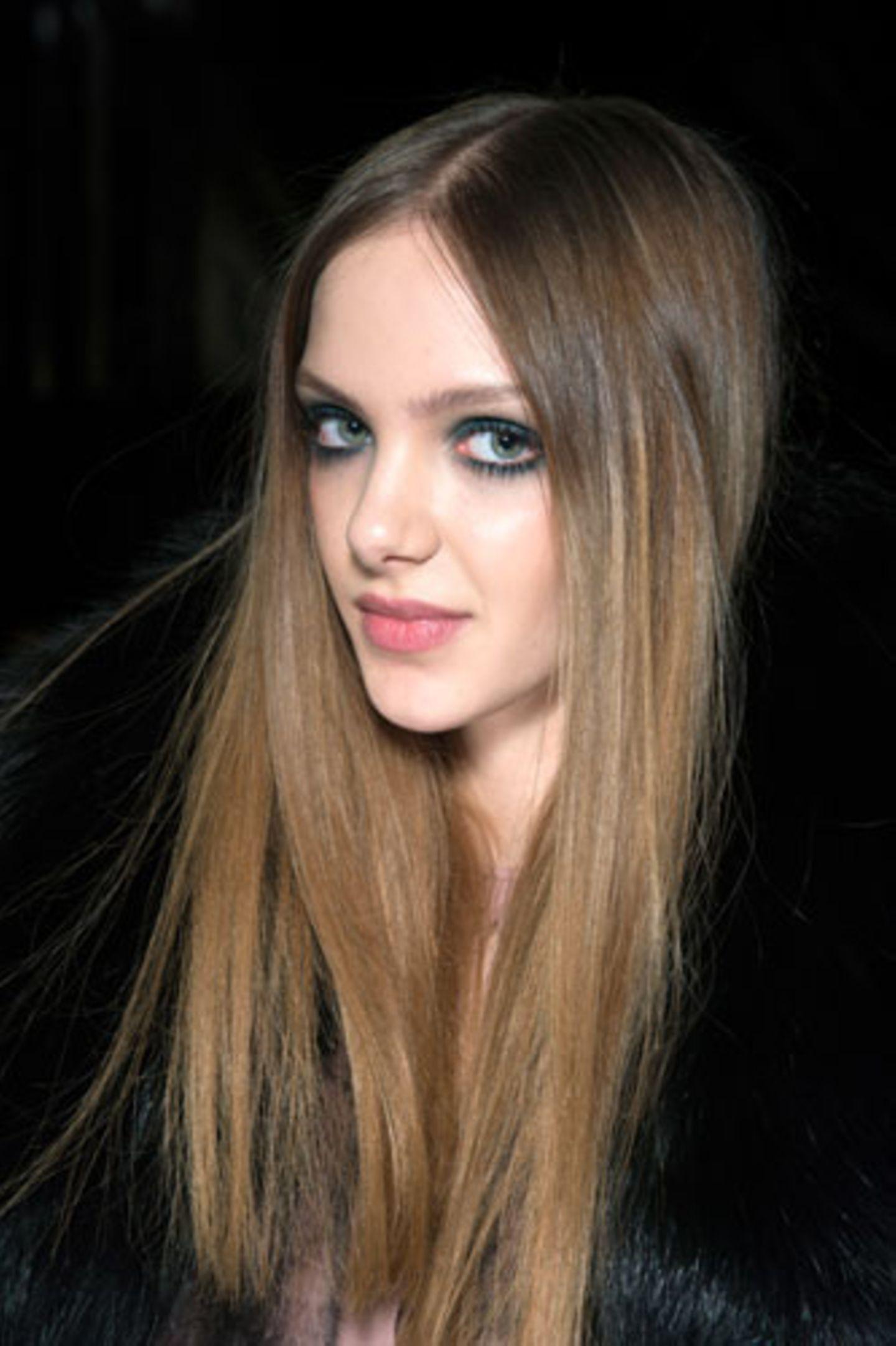 Wie Frisuren wirken: Lange glatte Haare