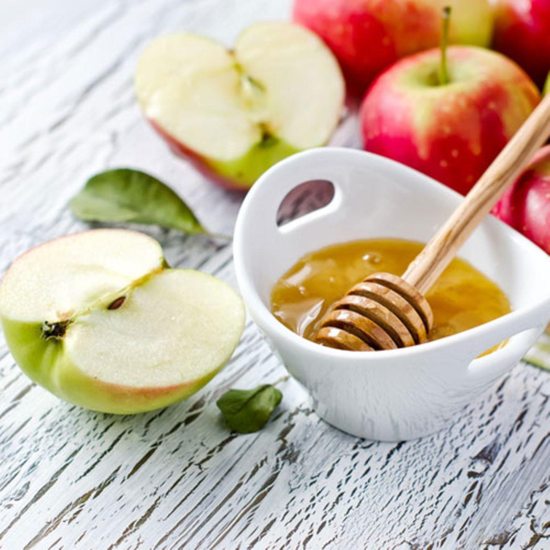 Apfel mit Honig-Tahini-Dip