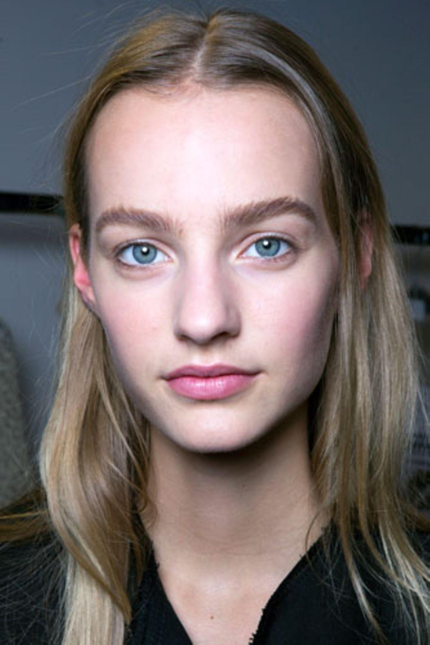 Wie wirkt Make-up: Zart betonte Lippen