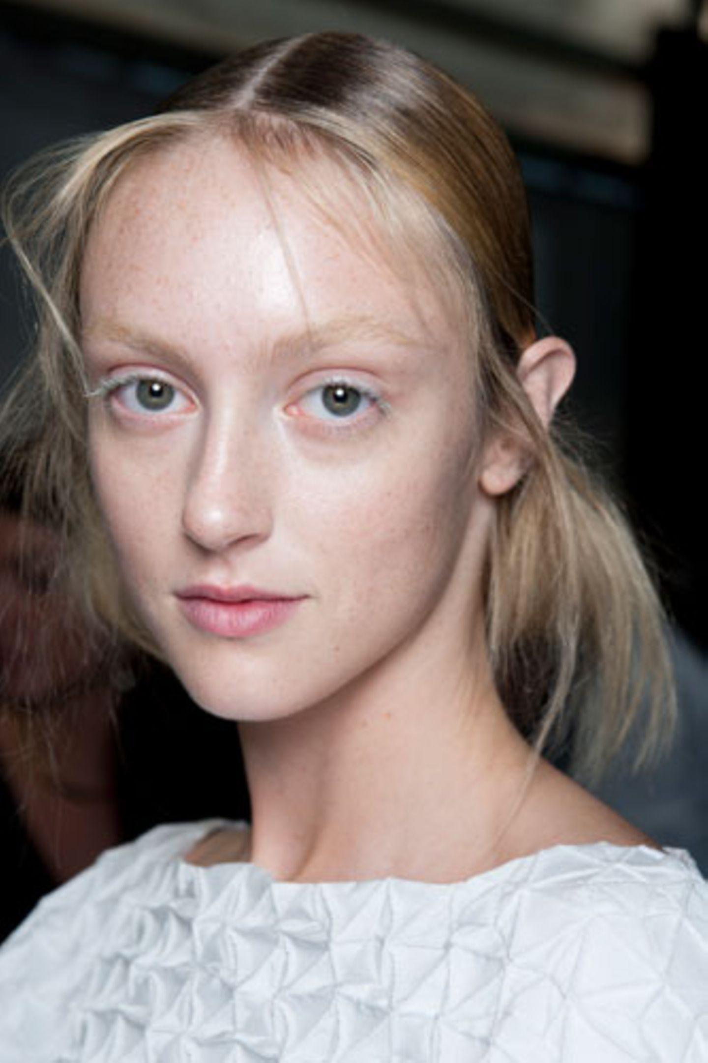 Wie wirkt Make-up: Farbige Wimpern
