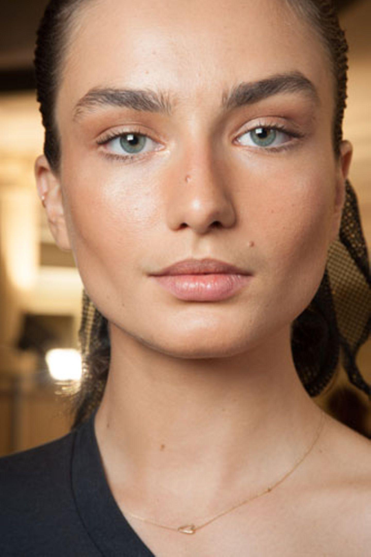 Wie wirkt Make-up: Gebräunter Teint