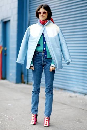 """Kult-Jeans: Die Levi's 501 gibt es bereits seit 1890 und ist immer noch so beliebt, dass Levi's sie dieses Jahr als """"501 CT"""" neu aufgelegt hat. In der Modewelt kam die neue 501 gut an – von New York City bis London war sie während der Fashion Week an vielen Frauen zu sehen. Streetstyle-Fotografin Jessie Bush hielt die verschiedenen Levi's-Jeans-Styles fotografisch fest. Ob sportlich-lässig zu Sneakers kombiniert, cool zu Boots oder feminin zu Pumps oder Sandalen - diese Jeans passt sich jedem Typ an."""
