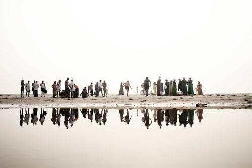 Sony World Photography Awards 2015: Auf diesem Bild ist der Ganges zu sehen: religiöses Zentrum, Lebensraum für Mensch und Tier - und eine der am meisten verschmutzten Wasserquellen der Welt.