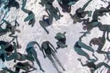 """""""Bottoms Up"""" von Morten Bjørn Larsen, der eigentlich ein aufwändiges Foto inszenieren wollte, in dem 175 Menschen gleichzeitig auf seine Kamera zutauchen. Bei den Vorbereitungen fand er dann dieses Motiv irgendwie lustiger. www.upylondon.com"""