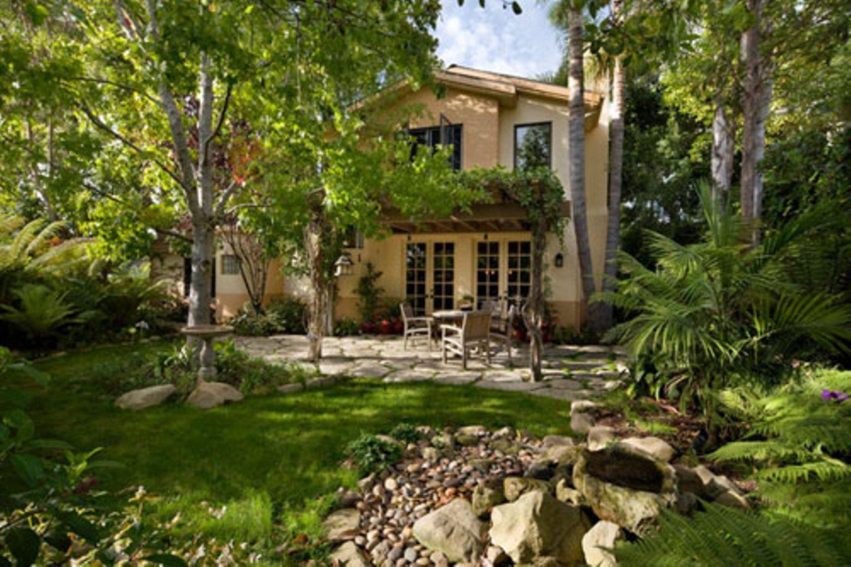 Dieses Haus in Goleta im US-Bundesstaat Kalifornien sieht auf den ersten Blick ganz normal aus. Es hat eine Terrasse und einen Garten mit viel Grün. Davon gibt es viele Häuser. Aber wenn man eintritt, merkt man: Dieses Haus ist alles andere als normal!