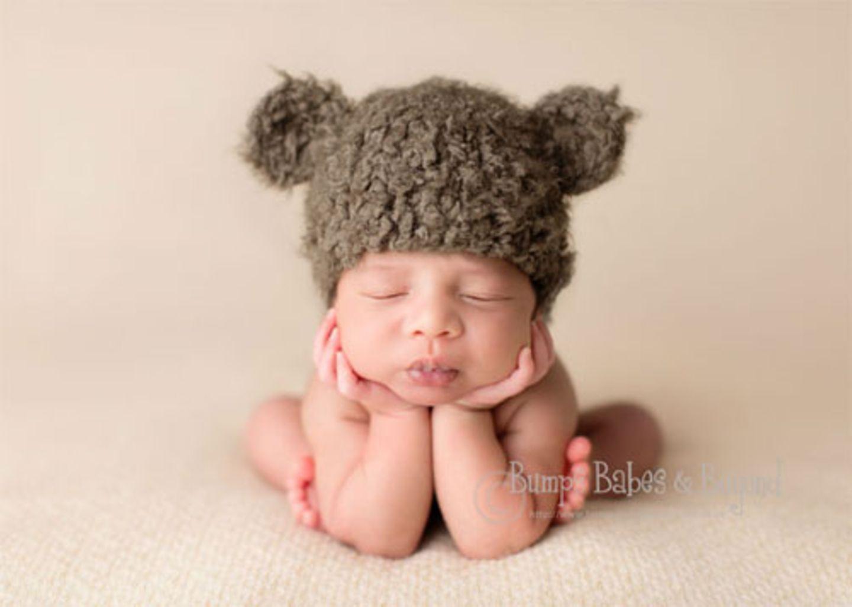 Natürlich sind Babys süß. Und Neugeborene besonders. Aber nicht immer kommt das auf Fotos so rüber (jedenfalls, wenn wir draufhalten). Wir staunen darum über die Bilder der Londoner Fotografin Sandi Ford von www.bumpsbabesandbeyond.com. Wir wissen nicht, wie sie es hinkriegt, vielleicht mischt sie etwas in die Muttermilch - aber die Babys auf ihren Fotos sehen so knuddel-wonnig-freundlich aus, dass man am liebsten sofort schwanger werden will. 30 dieser süßen Knöpfe haben wir für euch als kleinen Augenschmaus zwischendurch ausgesucht - viel Spaß beim Baby-Watching!