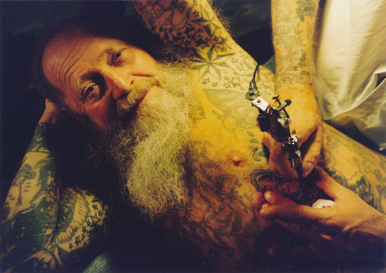 Herbert Hoffmann (1919-2010), Tattoo-Legende und Mitbegründer der ältesten Tätowierstube Deutschlands im Hamburger Stadtteil St. Pauli