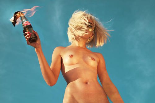 """Aus der Fotoreihe """"100 Naked Women"""": """"Coca Cola"""""""