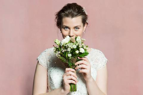 Brautmode für kurvige Frauen bei Navabi
