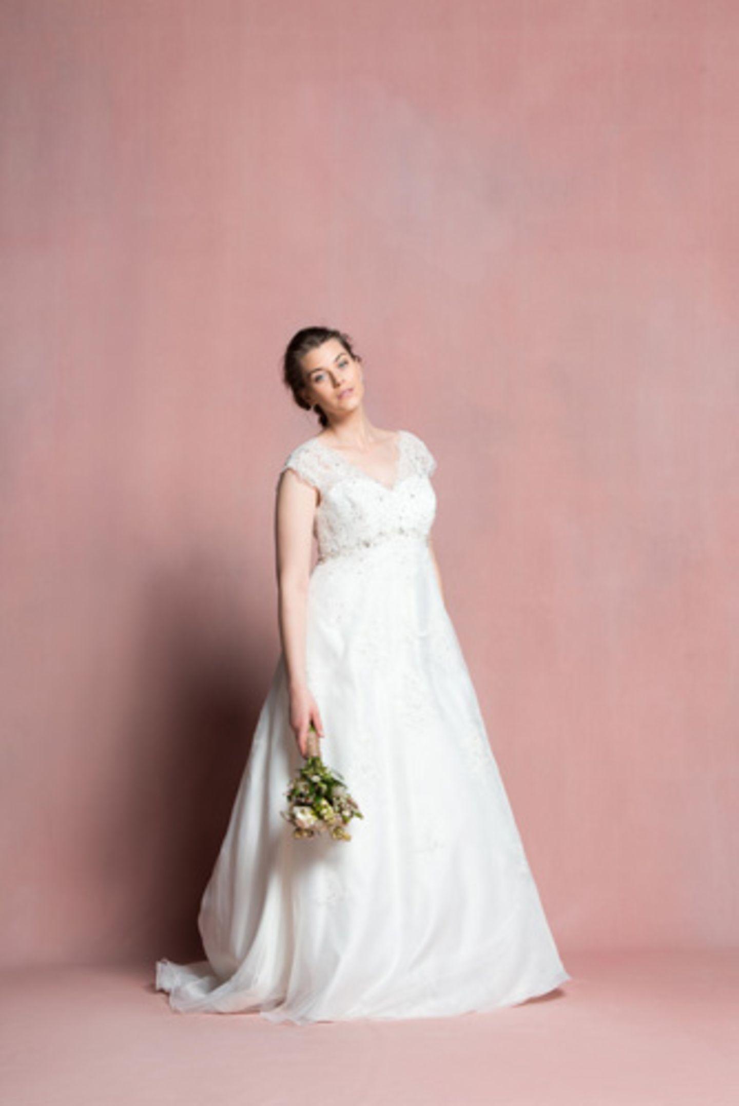Plus-Size-Brautkleider: Brautmode für kurvige Frauen bei Navabi