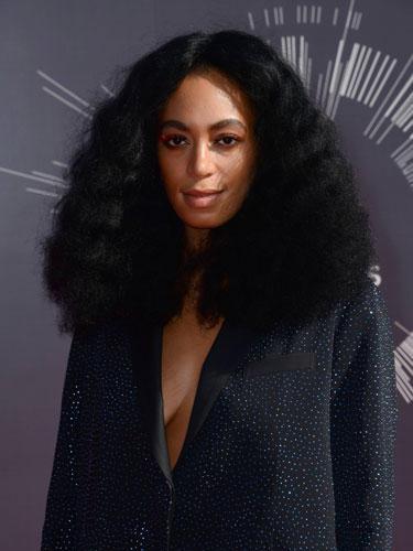 Solange Knowles mit langen Haaren