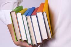 Bücher unterm Arm