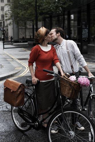 Paar küssen Fahrrad