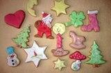 """Bunte Vielfalt: Das Bild der mit Lebensmittelfarbe colorierten Butterkekse hat Margit Mäkler eingereicht. """"Mit Zuckerguss, Lebensmittelfarbe, viel Geduld und Freude an der Sache dekoriert"""", schreibt sie. Wir finden: Das sieht man ihnen an!"""