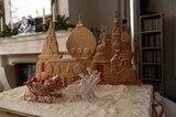 """Das russische Wintermärchen von Rita Jäckel landete knapp auf Platz 2 - """"beeindruckend"""", so das Urteil der Jury. """"Es schmückt unser Wohnzimmer während der ganzen Adventszeit"""", schreibt die Bäckerin, """"Danach wird es komplett gegessen, denn auch die Rentiere und die Geschenkpäckchen sind aus süßem Teig, der Schnee aus Kokosflocken! Das ist unser Vorgeschmack auf weiße Weihnachten!"""""""