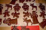 """Weihnachtsmänner, Wikinger, Elche und Lebkuchenmänner - alle aus Lebkuchenteig, mit ruhiger Hand dekoriert von Astrid Wilkening. """"Schlicht, aber schön"""", schrieb die Bäckerin. Ganz unsere Meinung!"""