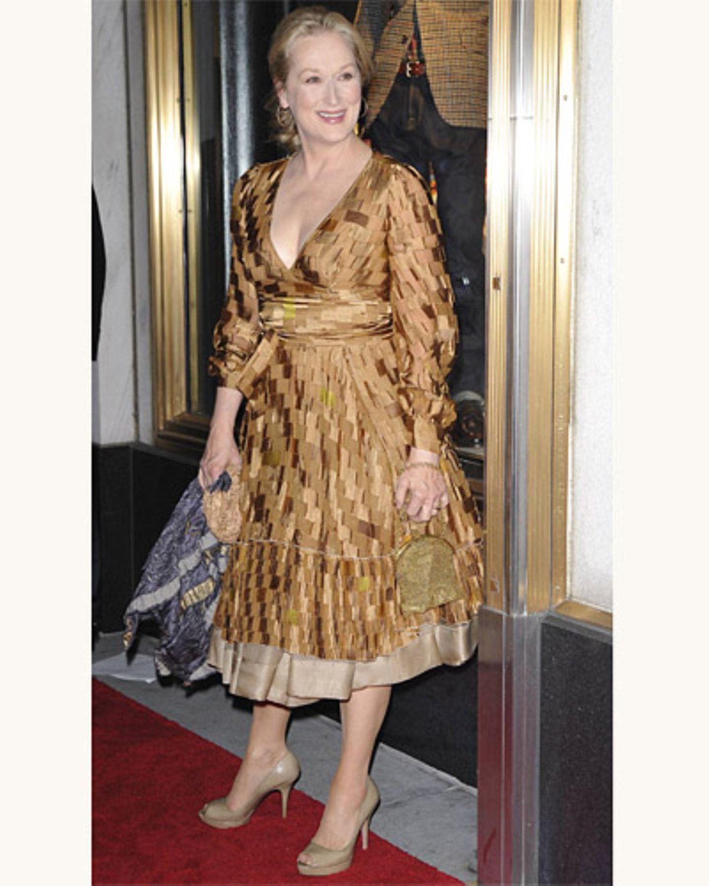 Meryl Streep im gemusterten Kleid