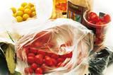 Tomaten und Zutaten für Essig-Tomaten