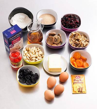 Zutaten für ein Früchtebrot (etwa 22 Scheiben)