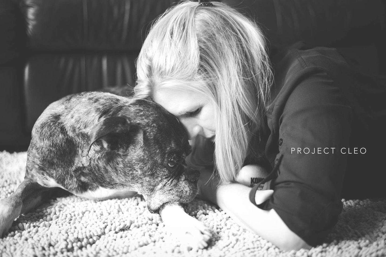 """Auch, wenn auf den Fotos vornehmlich Hunde zu sehen sind, bietet Hagel ihren Service auch für Tierhalter mit anderen Haustieren an: """"Ich arbeite mit Katzen, Hunden, Vögeln, Reptilien, was auch immer! Jeder verdient eine Bliss Session!"""""""