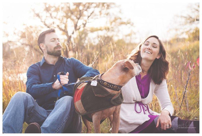"""Um den lebensbejahenden Charakter der Sessions zu betonen, nennt Hagel die Fotoproduktion """"Bliss Sessions"""". Hund und Halter sollen sich dafür feiern, wie glücklich sie sich seit vielen Jahren gegenseitig machen. Dadurch wirken die Fotos später auch tröstlicher als betont traurige """"Abschiedszeremonien""""."""