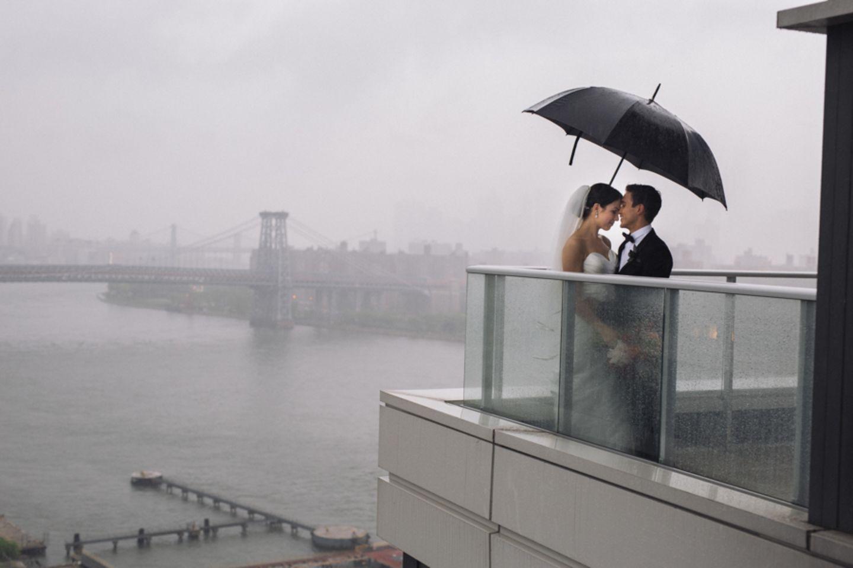 Grau als Hintergrund für eine Hochzeit? Warum nicht!
