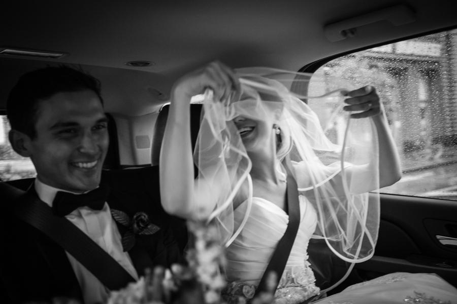 """Gewitter-Hochzeit: Glücklich trotz Unwetter: Max und Stephanie haben """"Ja"""" gesagt."""
