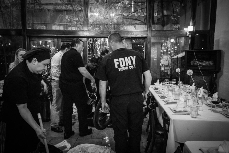Die Feuerwehr wurde - zwangsläufig - auch zur Hochzeitsfeier eingeladen.