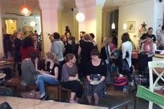 Man kennt sich: Gesprächsstoff gab es unter den rund 50 Teilnehmern im Kinder-Kultur-Café Kreuzzwerg genug.