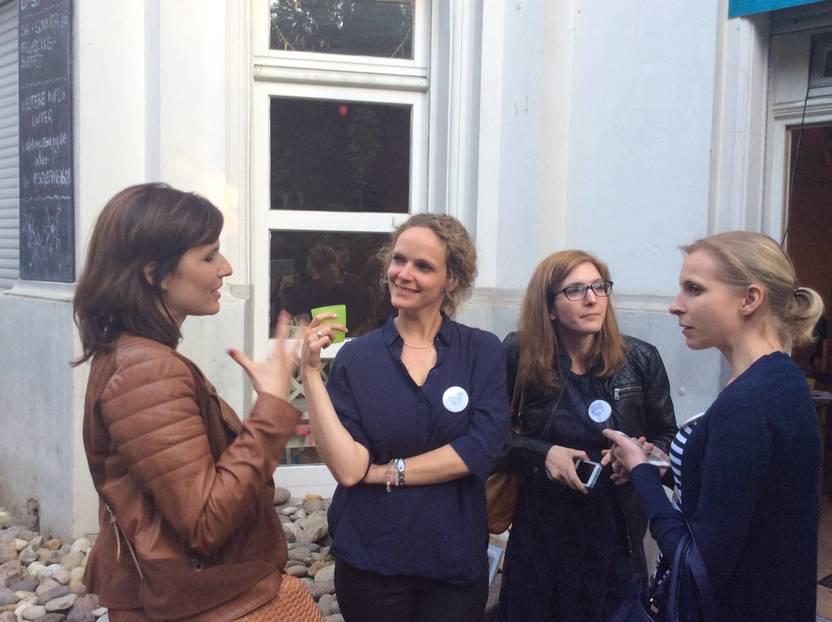 Konferenz in Berlin: Wer nicht seine Kinder ins Bett bringen musste, diskutierte noch weiter bis spät in den Abend.