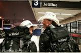 """""""Bevor wir die Tickets für unsere Reise gebucht haben, haben wir uns die Erlaubnis von unseren Müttern geholt"""", so Rhiann Woodyard im TV-Sender CNN."""