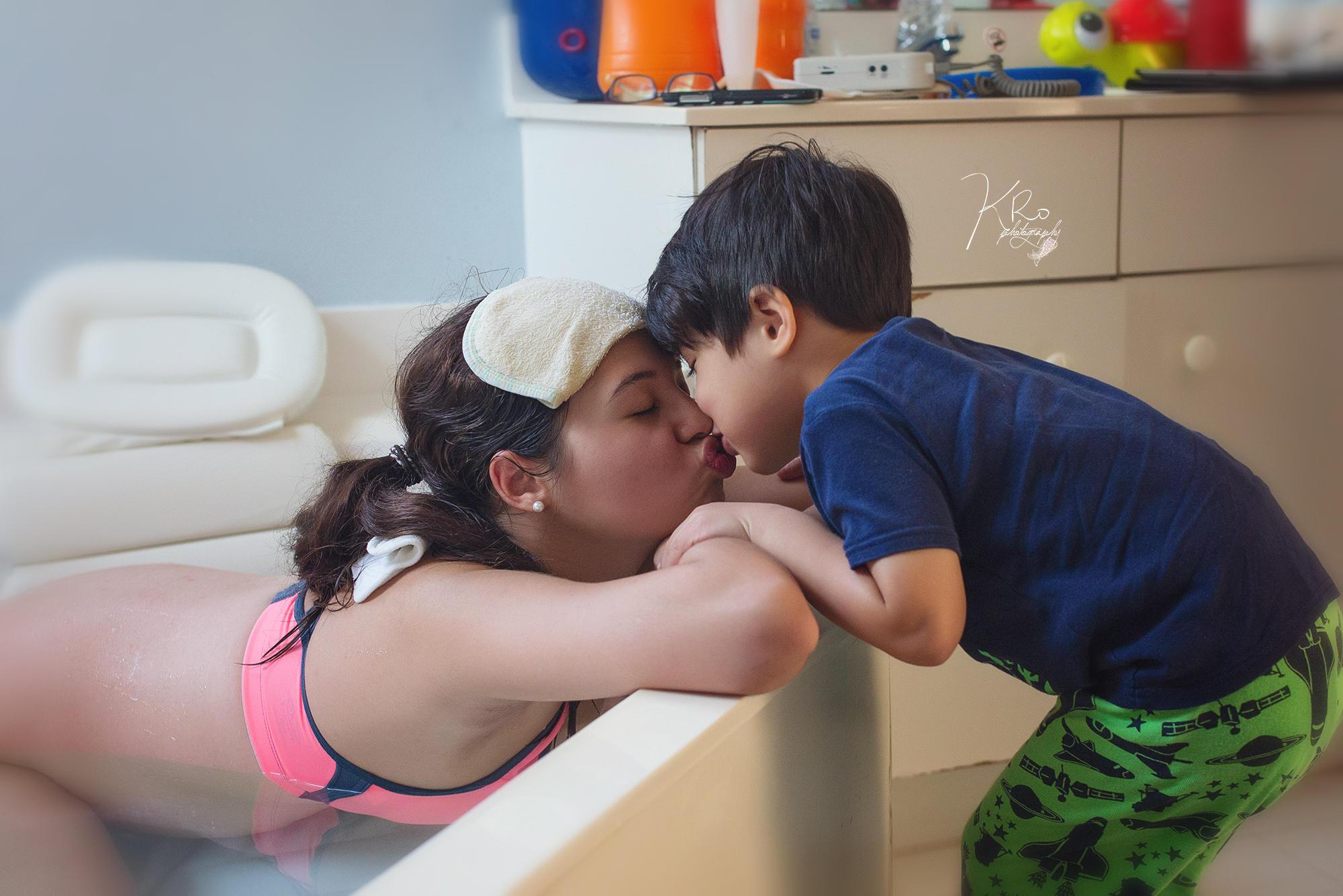 Sehr sexy Stiefmutter tut ihr Sohn
