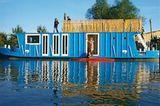 Deutschland: Hausboot auf der Elbe