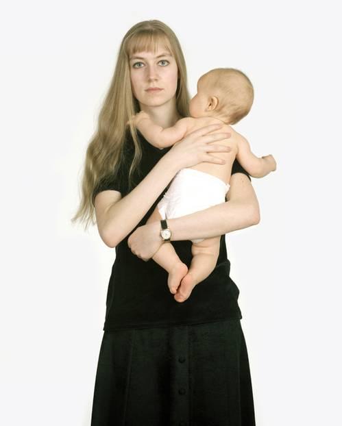 Corinna mit ihrer Tochter Anna, 1995