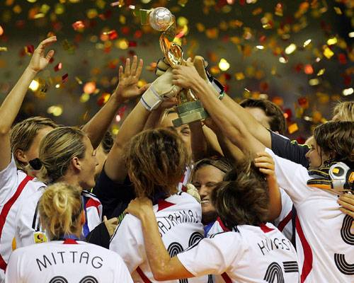 ... und trotzdem liegt der Frauenfußball vorne