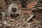 """Wie kann ich helfen? Die Aktion Deutschland hilft sammelt Geldspenden unter dieser Bankverbindung: Empfänger ADH & BEH Commerzbank IBAN DE53 200 400 600 200 400 600 Stichwort: """"Erdbeben Nepal"""" BIC COBADEFFXXX Aber auch andere Organisationen wie etwa Ärzte ohne Grenzen kümmern sich um die Opfer der Katastrophe und sind dankbar für Unterstützung."""