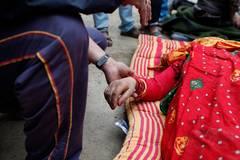 Die Naturkatastrophe hat viele Kinder von ihren Eltern und Familien getrennt. Schätzungen gehen davon aus, dass um die 940 000 Minderjährige plötzlich für sich selbst sorgen müssen und dringend auf humanitäre Hilfe angewiesen sind.
