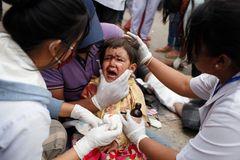 Fast 4000 Todesopfer gibt es mittlerweile laut offiziellen Angaben nach dem verheerenden Erdbeben in Nepal zu beklagen. Diese Zahl könnte schon bald dramatisch ansteigen: Das Kinderhilfswerk Unicef warnt davor, dass knapp eine Million Kinder und Jugendliche von den weiteren Folgen des Erdbebens bedroht sind.