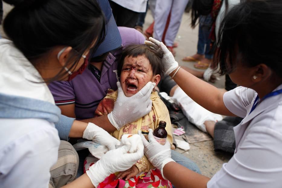 Katastrophe in Nepal: Fast 4000 Todesopfer gibt es mittlerweile laut offiziellen Angaben nach dem verheerenden Erdbeben in Nepal zu beklagen. Diese Zahl könnte schon bald dramatisch ansteigen: Das Kinderhilfswerk Unicef warnt davor, dass knapp eine Million Kinder und Jugendliche von den weiteren Folgen des Erdbebens bedroht sind.