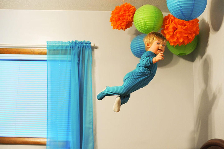 "Fliegen trotz Down-Syndrom: Alan Lawrence verleiht seinem Sohn ""Flügel"""