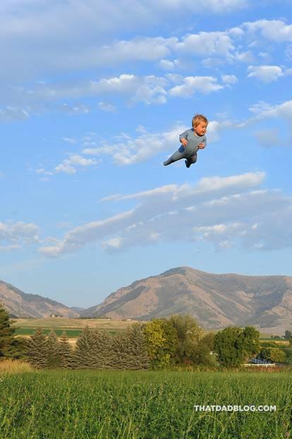 "Fotoprojekt: Fliegen trotz Down-Syndrom: Alan Lawrence verleiht seinem Sohn ""Flügel"""