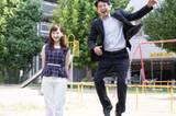 Der japanische Vater-Tochter-Sprung ist übrigens schon so beliebt geworden, dass auf Instagram mittlerweile Väter aus aller Welt neben ihren Töchtern abheben.