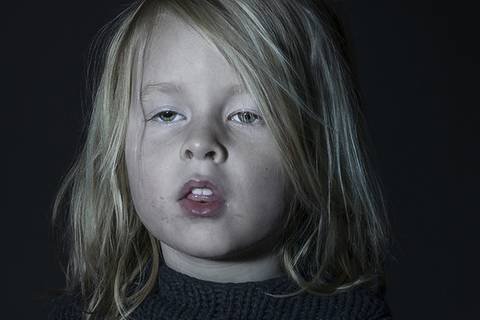 Völlig weggetreten: Kinder beim Fernsehen