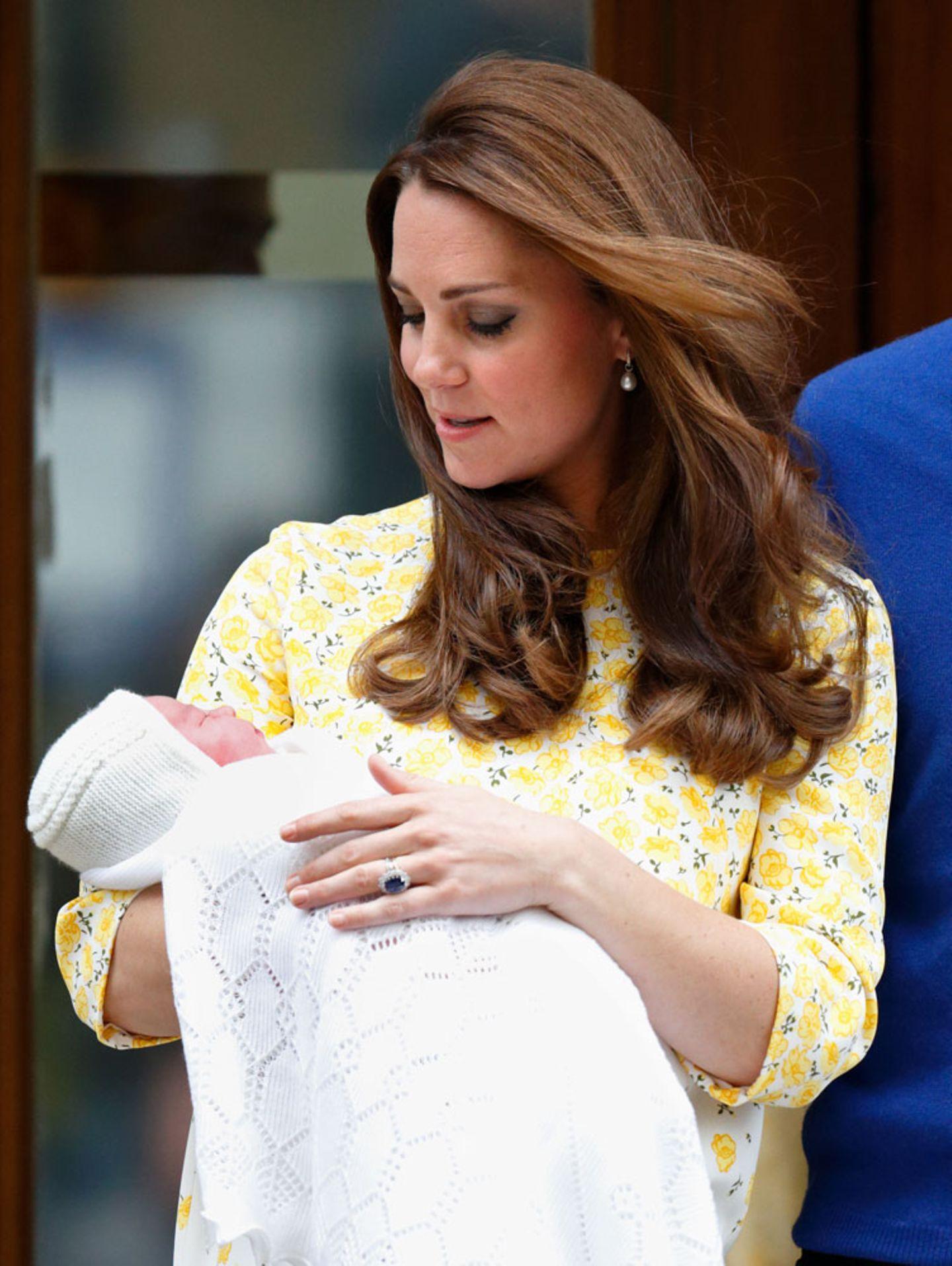 """Wenn der offizielle Teil vorbei ist, zieht sich die junge Familie erst einmal zurück: Geplant ist, dass Kate und die Kinder die nächsten Jahre erst einmal auf dem Land in Norfolk verbringen werden. Wirklich """"zurückgezogen"""" ohne jegliche Presse wird es wohl auch da nicht zugehen - aber zumindest wesentlich entspannter als in London."""