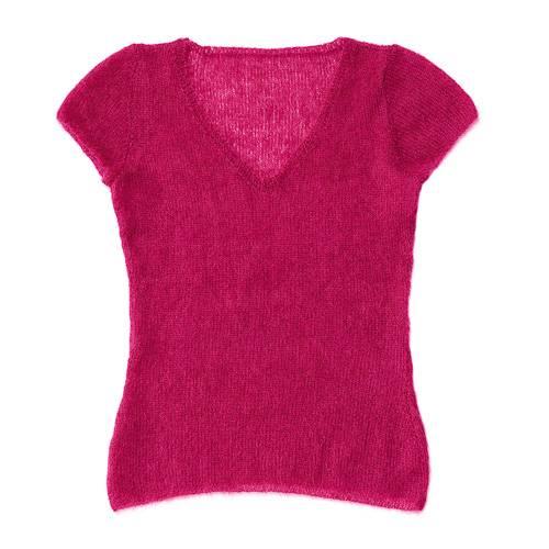 Herrlich weich und herrlich einfach: Der Kurzarmpullover aus pinkfarbener Mohairwolle wird nur glatt rechts gestrickt. Da das Material ganz fein ist, sollten Sie dennoch ein bisschen Zeit für das flauschige Stück einplanen. Zur Strickanleitung: Mohairpullover mit kurzen Ärmeln