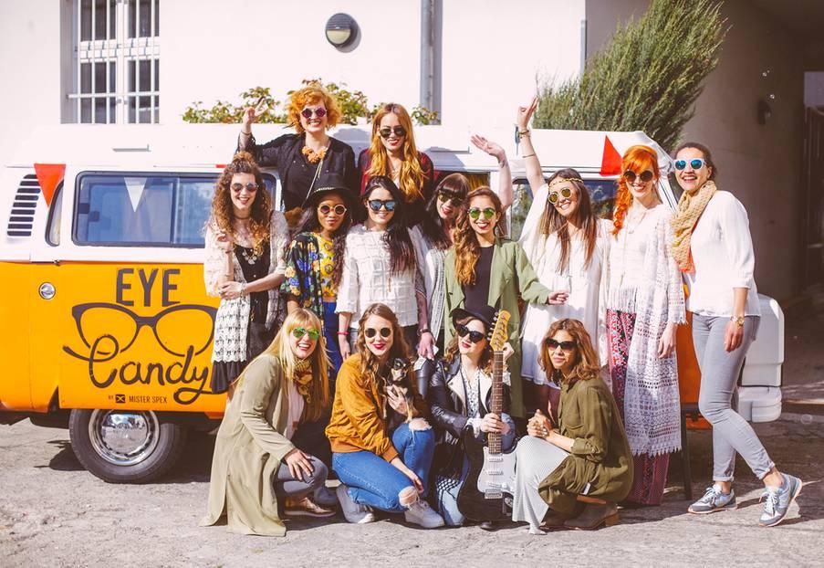 """Sonnenbrillen: Der Brillen-Online-Shop Mister Spex hat ein paar Fashion-Bloggerinnen dazu aufgerufen, die schönsten Sonnenbrillen-Modelle 2015 unter die Lupe zu nehmen. Auf dem """"Eye Candy""""-Event haben die Mädels ihre individuellen Looks mit der passenden Brille gestylt. Wir finden: Auch ausserhalb der Festival Saison sehen die Outfits super aus!"""