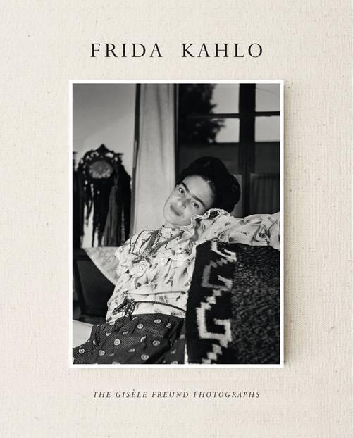 """""""Frida Kahlo: The Gisèle Freund Photographs"""": Die Künsterin wie sie malt und lebt..."""