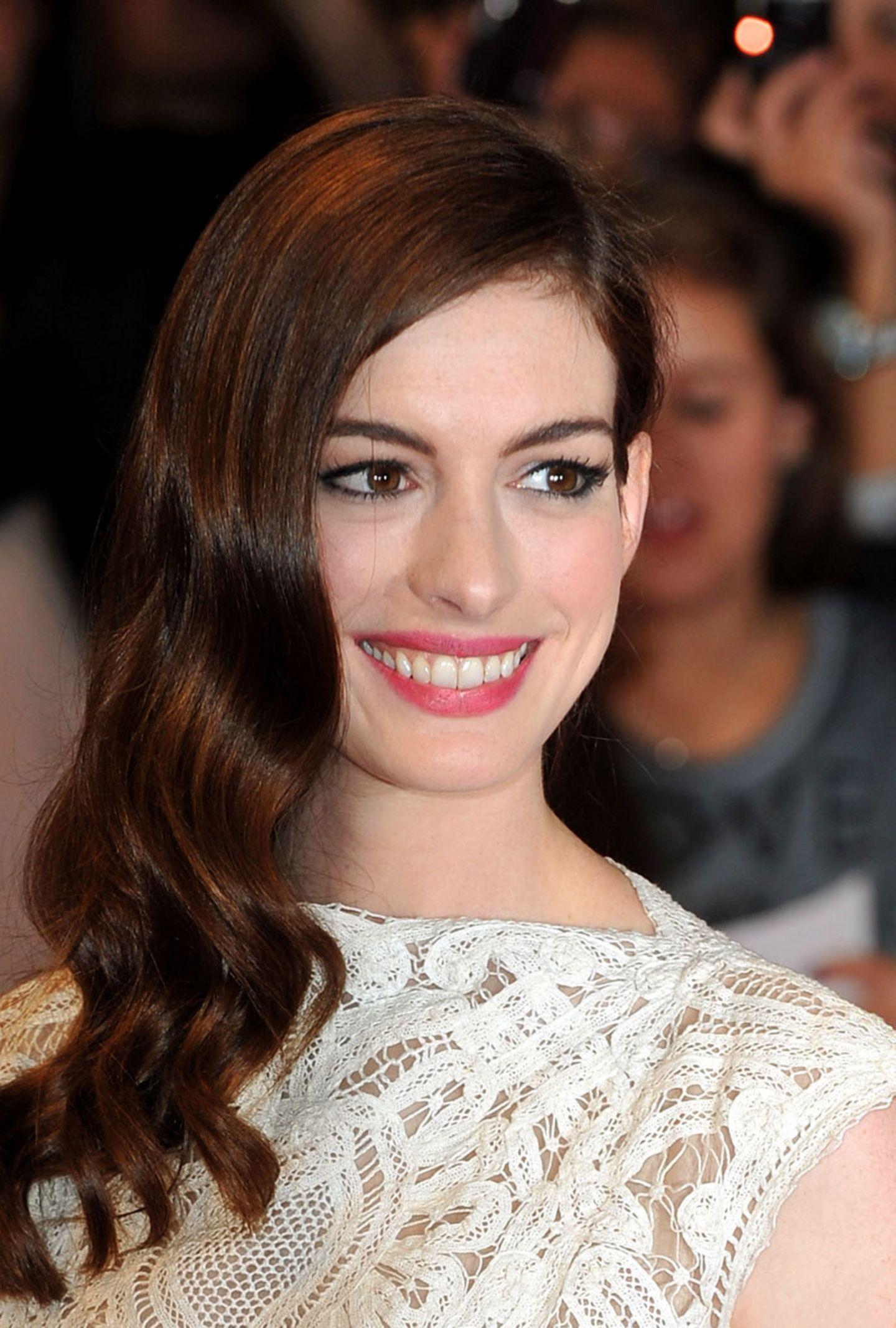 Anne Hathaway mit langen Haaren