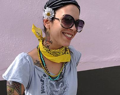 Kunst, Kunst, Kunst: im Design District von Miami ist sie in Showrooms und Galerien zu sehen, an Hauswänden – und Menschen wie Monica de Miguel. Die Performance-Künstlerin mit den Tattoos arbeitet bei den Locust Projects, wo sie ohne Profitdruck experimentieren kann.